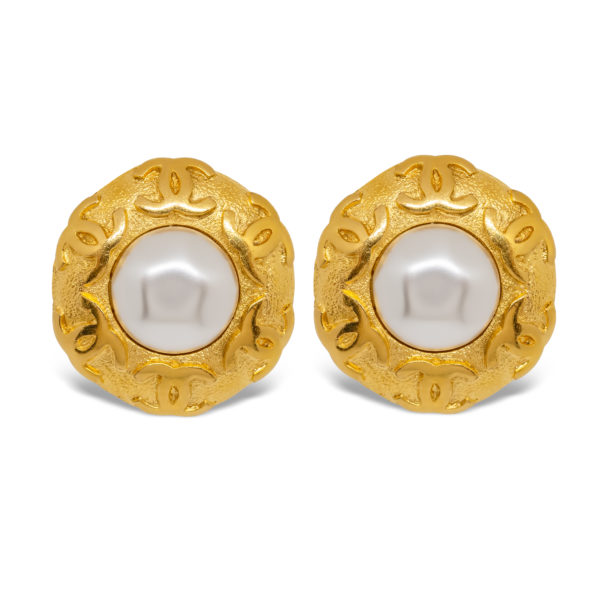 Gold round pearl earrings Chanel